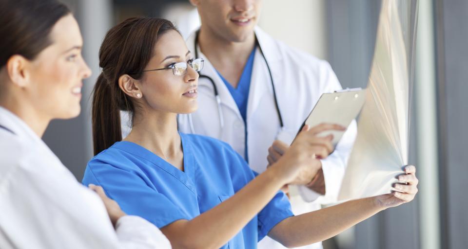 Lekarze kontraktowi masowo żądają podwyżek