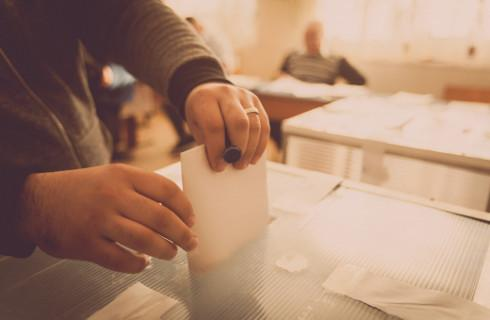Nowe przepisy utrudniły przebieg wyborów i liczenie głosów