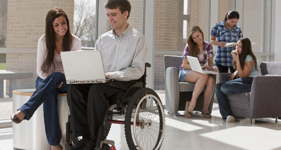 NIK: Wciąż wiele barier dla niepełnosprawnych studentów