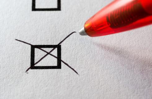Tylko jedna karta w drugiej turze wyborów, znak X przy jednym nazwisku
