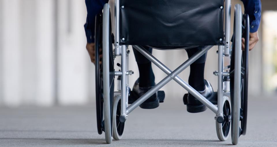 NIK: Dla niepełnosprawnych nadal miejsca publiczne niedostępne