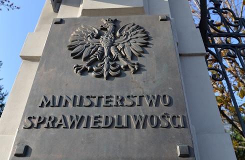 Ministerstwo Sprawiedliwości chwali się przyspieszeniem, którego nie ma