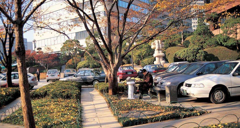 NSA: Inwestor nie musi udostępniać miejsc parkingowych na swojej działce. Może na sąsiedniej