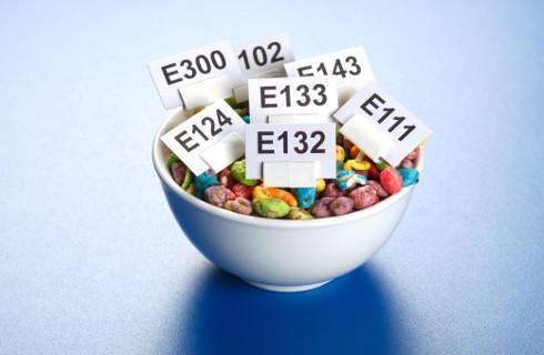 NIK: Żywność jest źle kontrolowana. Zjadamy za dużo dodatków E