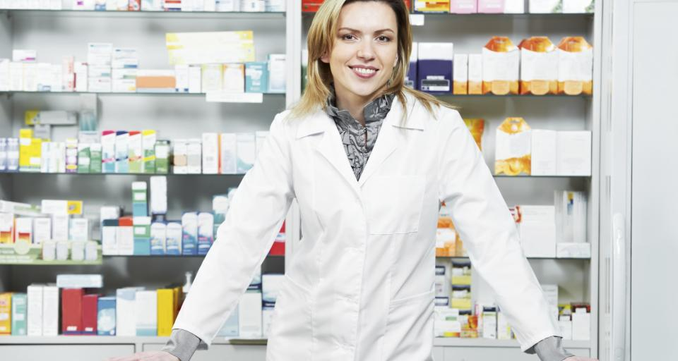 Farmaceuta przejrzy leki, poda szczepionkę i przedłuży receptę