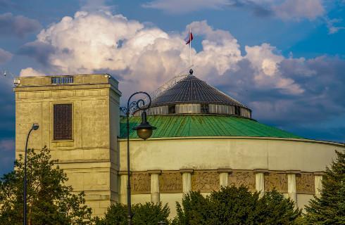 """Sejm nie zajmie się projektem o """"rekompensacie"""" dla państwowych mediów"""