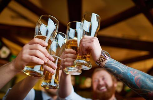 Pijemy nowocześnie, a ustawa alkoholowa z PRL-u