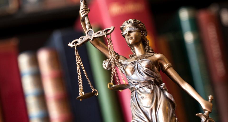 Zakłócenia w e-sądach - były dyrektor MS oskarżony w sprawie przetargu