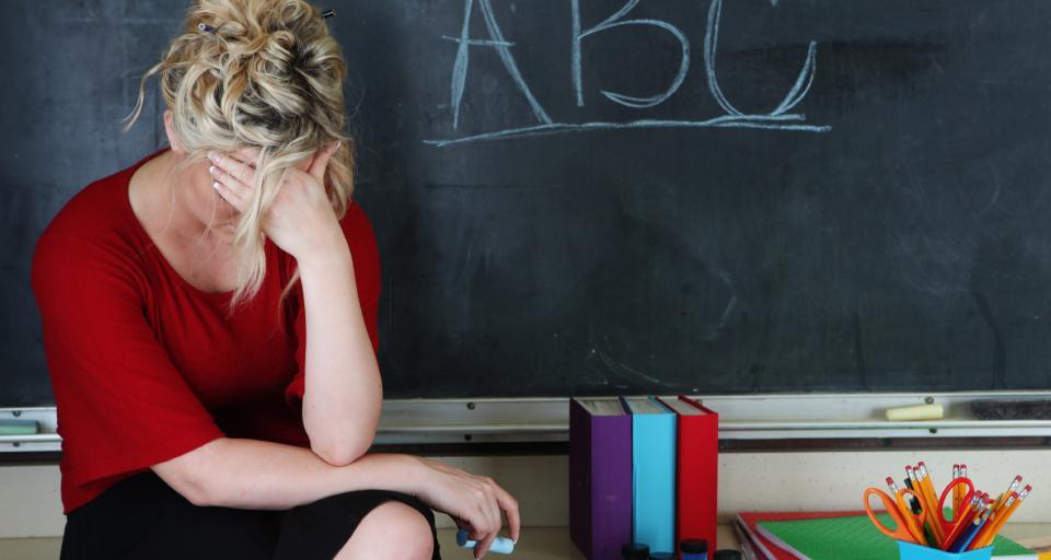 Nauczyciel bez obowiązkowej oceny, ale i bez dodatku