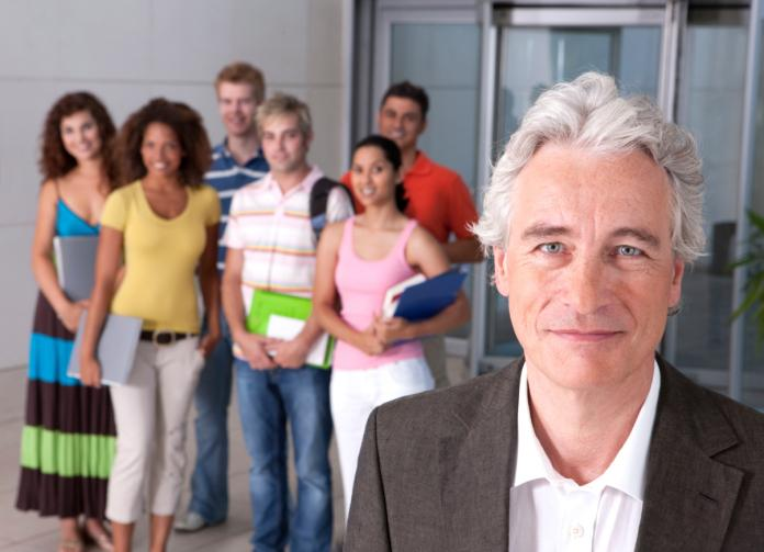 Dyrektor w szkole za granicą na rok bez wymaganych kwalifikacji
