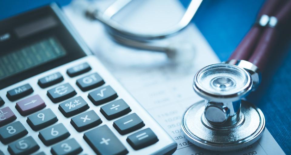 Samorządy spłacają milionowe długi szpitali