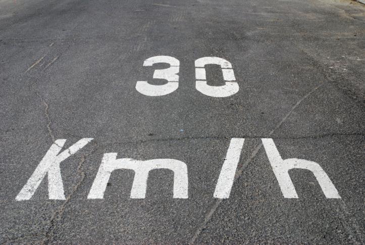 Już obowiązują nowe znaki o odcinkowym pomiarze prędkości