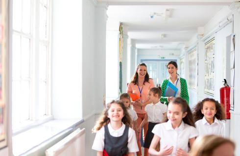 MEN: Od początku roku szkolnego obowiązują przepisy o bezpieczeństwie uczniów
