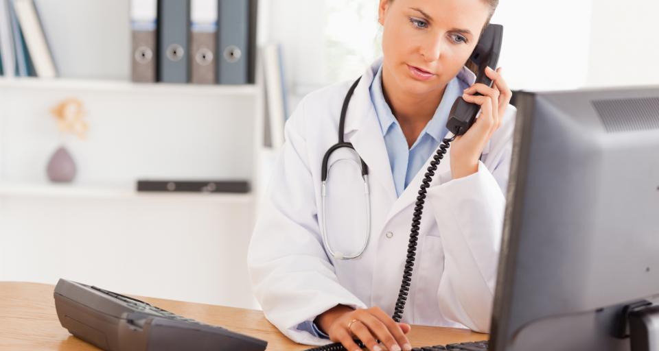 Przez elektroniczne recepty lekarze-emeryci mogą odejść z pracy