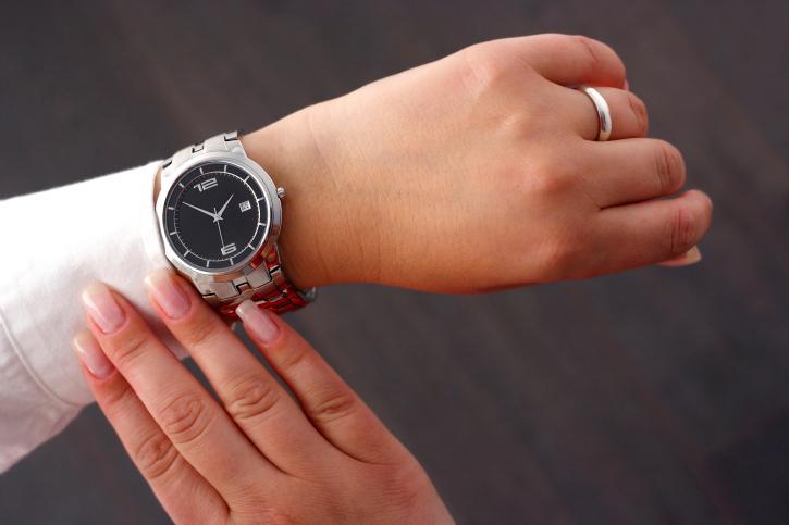 Zegarek od pracodawcy jest darowizną, nie trzeba płacić PIT