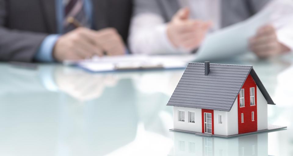 """Notariusze: Uwaga na umowy """"mieszkanie za opiekę"""""""