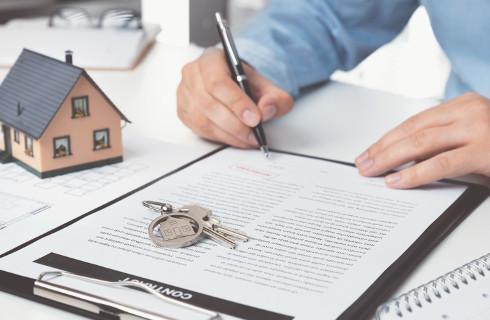Pieniądze na dom ze sprzedaży darowanego mieszkania mogą być zwolnione z podatku