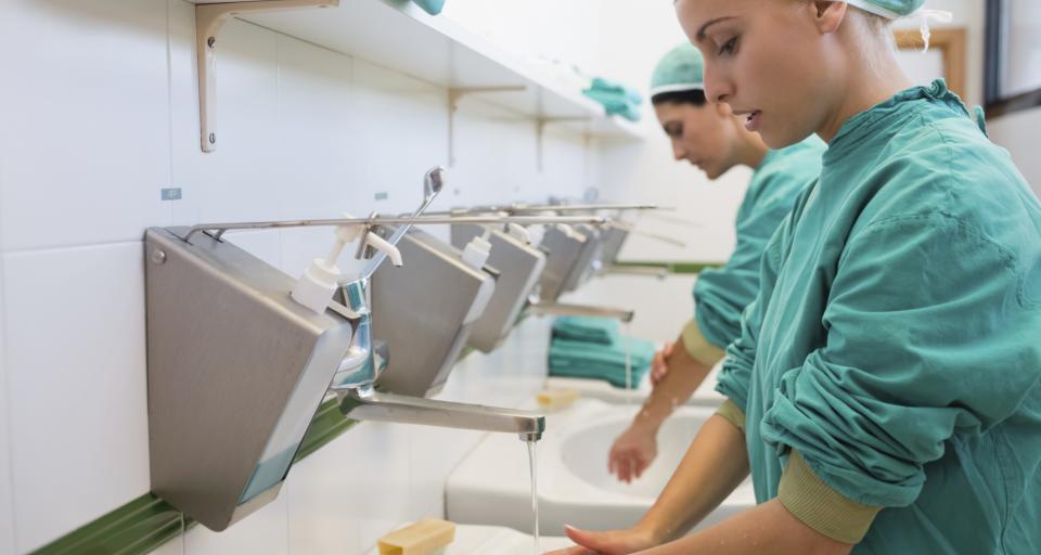 Połączenie szpitali WUM się przedłuża powodując kolejne straty