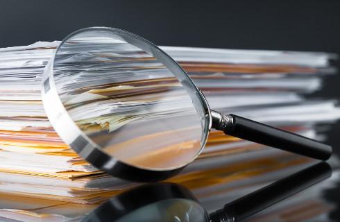 Raport: Pracownicy urzędów skarbowych nadużywają prawa