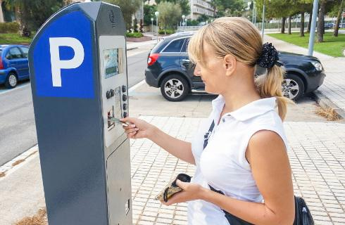 Opłaty za parkowanie będą rosły - łatwiej zaparkujemy, samorządy zarobią