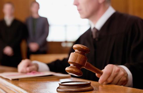 """Wyłączenie sędziego """"po nowemu"""" budzi wątpliwości"""