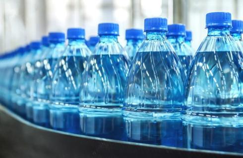 Kaucja na butelki z tworzyw sztucznych po napojach już w 2020 roku?