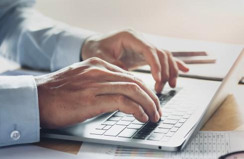 Spółki akcyjne: nieaktualna strona internetowa może drogo kosztować
