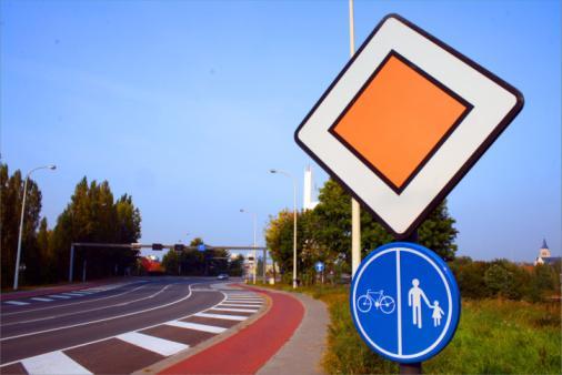 Miasto zapłaci, bo rowerzysta uderzył w słupek od znaku drogowego