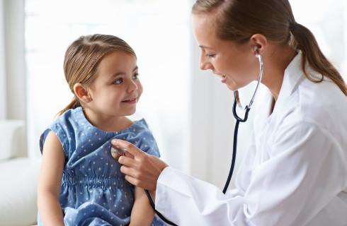 Samorząd upomina się o wyższe płace dla lekarzy na stażu