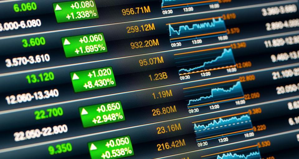 Ekonomiści: Atak na sądy hamuje inwestycje