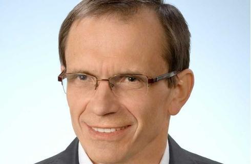 Bukiel: Podpisywanie z lekarzami umów o zakazie konkurencji wymusiłoby zmiany w służbie zdrowia