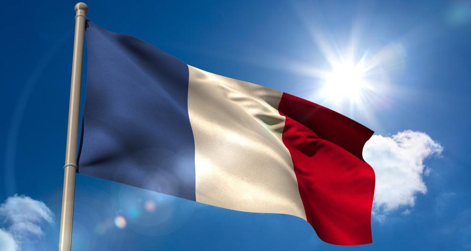 Prezydent Francji zaniepokojony zmianami w polskich sądach