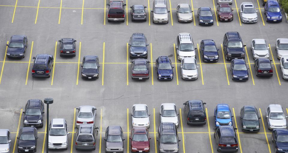 UOKiK sprawdza parkingi pod sklepami Aldi i Biedronka