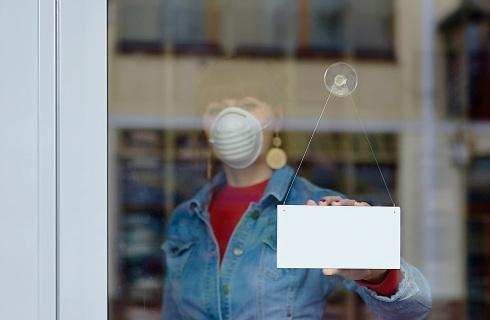 Rząd pomógł galeriom, a nie zamkniętym w nich sklepom