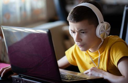 MEN publikuje listę materiałów dla nauczycieli i uczniów