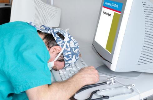 Personel medyczny zaczyna wykruszać się z powodu zarażeń koronawirusem