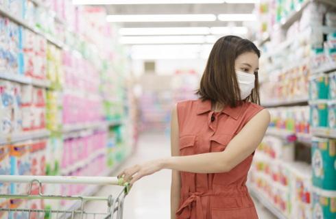 W czasie epidemii handlowcy ułożą towary na półkach w niedzielę