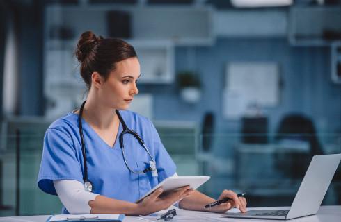 SO: Karą umowną nie można zmusić lekarza do podjęcia pracy
