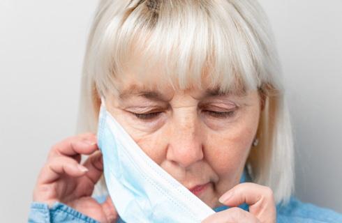 Maseczki po zdrowych - do zmieszanych, szczególne zasady wyrzucania śmieci chorych i izolowanych