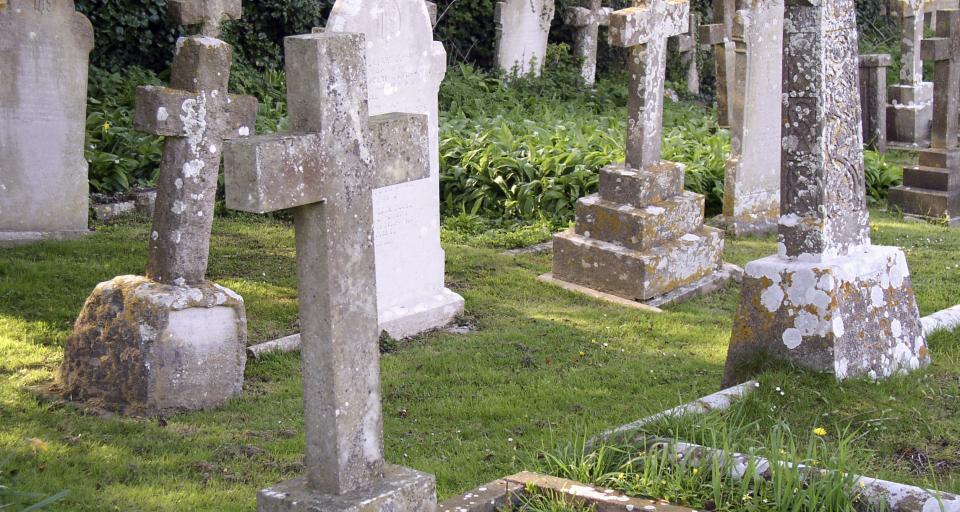 Koronawirus po śmierci - luki w prawie dla cmentarzy i zakładów pogrzebowych