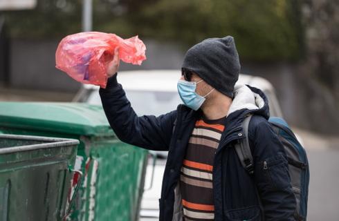 Śmieci w czasie epidemii trzeba odbierać, a może być z tym problem