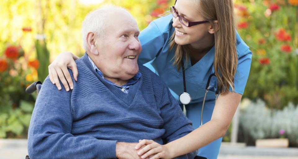 WSA: Przebywanie w DPS nie pozbawia prawa do zasiłku pielęgnacyjnego