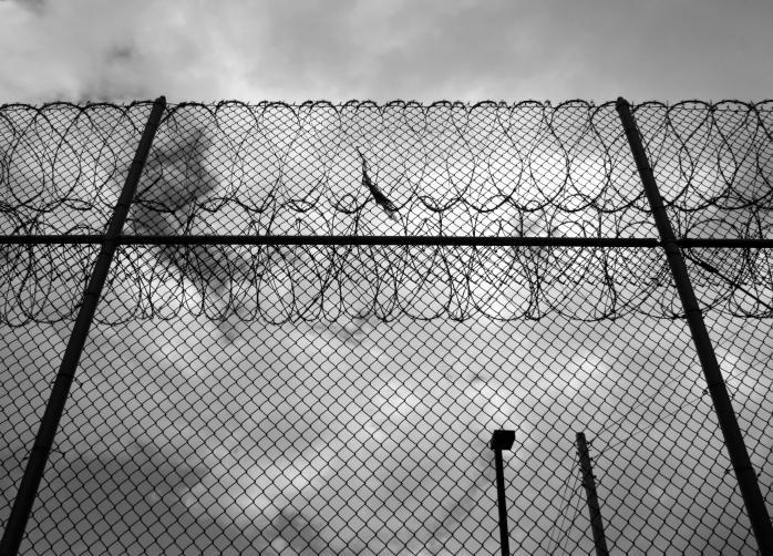 Więzienia w czasie epidemii - problem z testami, zakazami, brakiem informacji