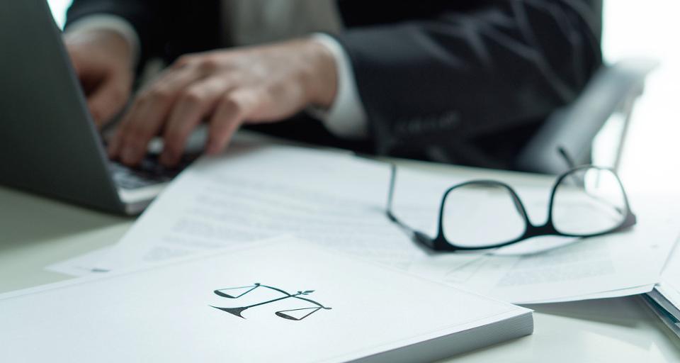 COVID-19 uderza w rynek prawniczy, kancelarie walczą o przetrwanie