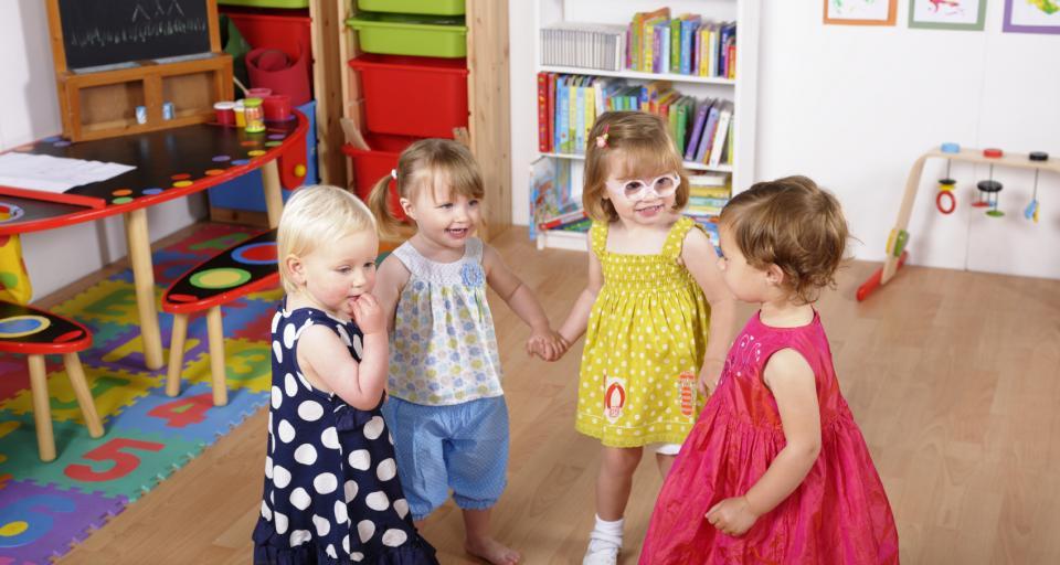 Samorządy: Brakuje pomieszczeń i opiekunów w przedszkolach