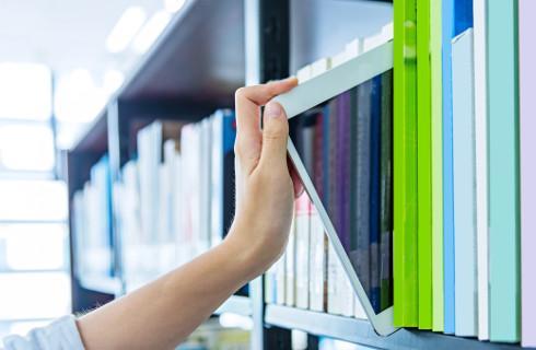 Księgi wieczyste elektroniczne są dostępne, a ich przeglądanie bezpłatne