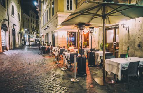 Kolacja w restauracji możliwa, ale nie będzie romantyczna
