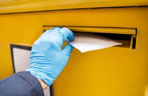 Dostarczanie pakietów wyborczych do skrzynek, przez urzędnika lub odbiór w urzędzie