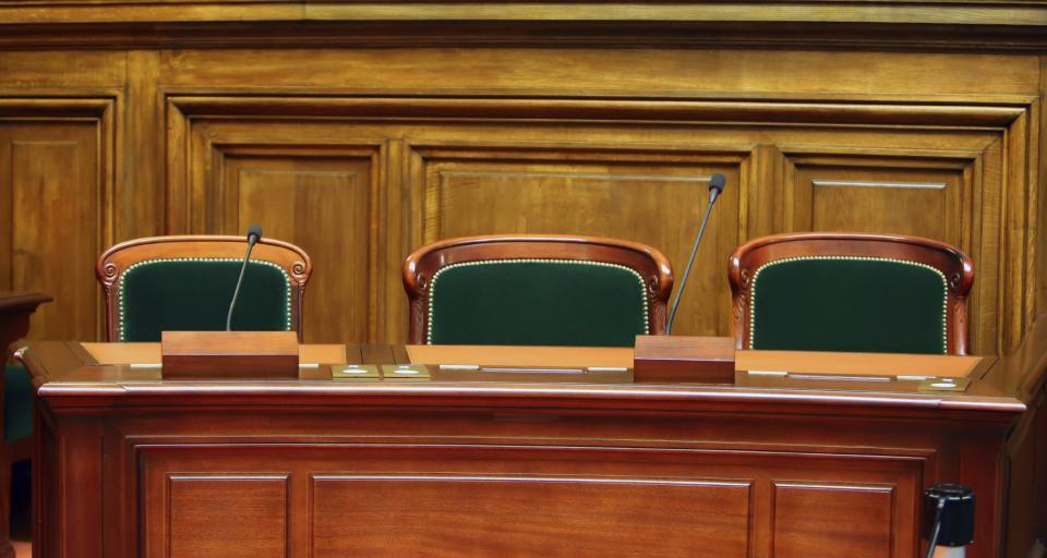 SN: Ławnik niepotrzebny przy zażaleniu na uchylenie immunitetu prokuratorowi