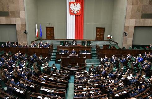 Sejm uchwalił ustawę o pomocy na ratowanie firm
